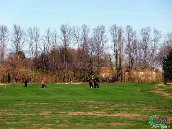 Le trou n°7 du Garden golf Avignon dans le Vaucluse en Provence à Morières les Avignon