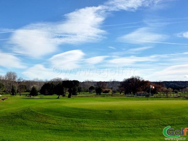 Le green n°6 du Garden golf Avignon dans le Vaucluse à Morières les Avignon