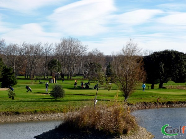 Le green n°10 du Garden golf Avignon sur le parcours les Alpilles dans le Vaucluse