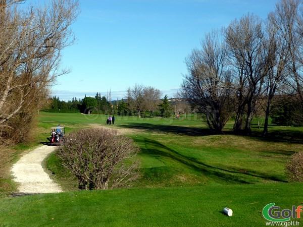Le départ n°9 du Garden golf Avignon dans le Vaucluse sur le Parcours les Alpilles
