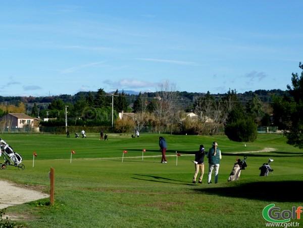 Le putting green du Garden golf Avignon à Morières les Avignon dans le Vaucluse