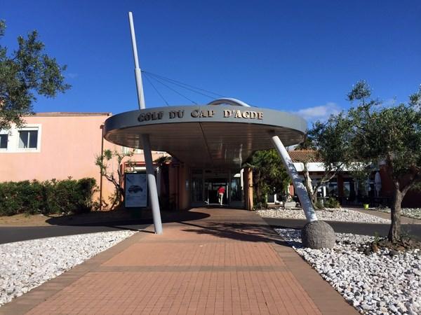 entrée du golf du Cap d'Agde dans l'Hérault - Languedoc Roussillon au sud de la France
