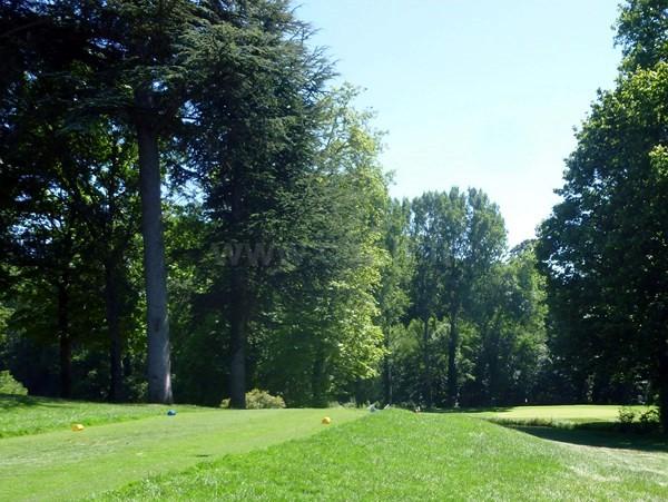 Trou n°1 du golf d'Albon Senaud dans la Drôme en Rhône Alpes entre Valence et Lyon