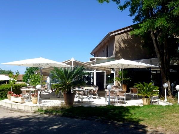 Terrasse du clun house du golf d'Albon Senaud en Rhône Alpes dans la Drôme