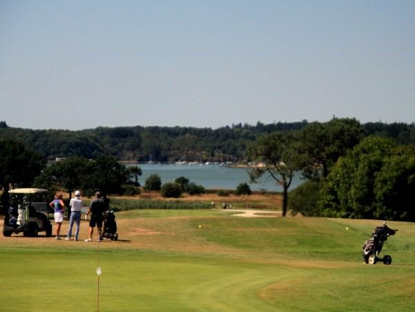 Départ n°1 du golf de Baden dans le Morbihan en Bretagne entre Quiberon et Vannes