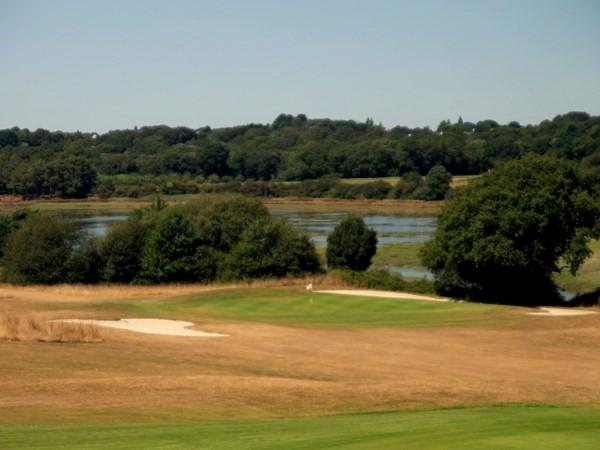 Belle vue sur le green du golf de Baden dans le Morbihan en Bretagne proche de Vannes