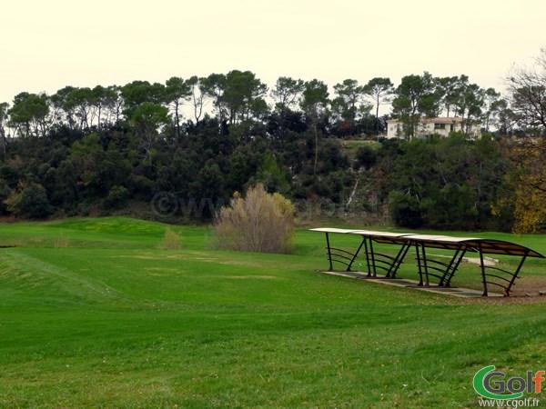 Le Practice sur herbe du golf de Barbaroux à Brignoles dans le Var en région PACA