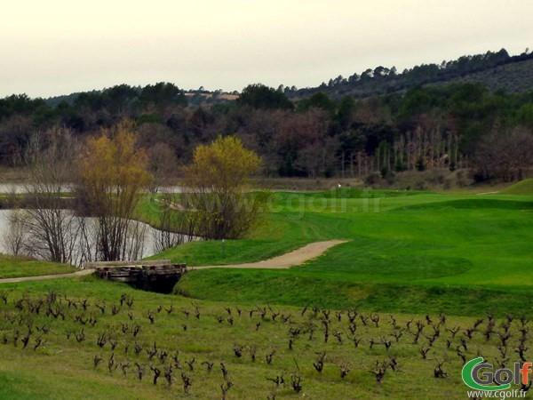 Le trou n°10 du golf de Barbaroux à Brignoles dans le Var en Provence Cote d'Azur