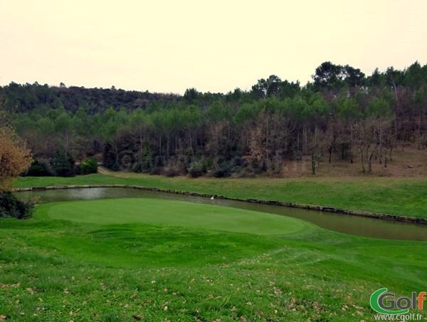 Le green n°17 du golf de Barbaroux en Provence à Brignoles dans le Var