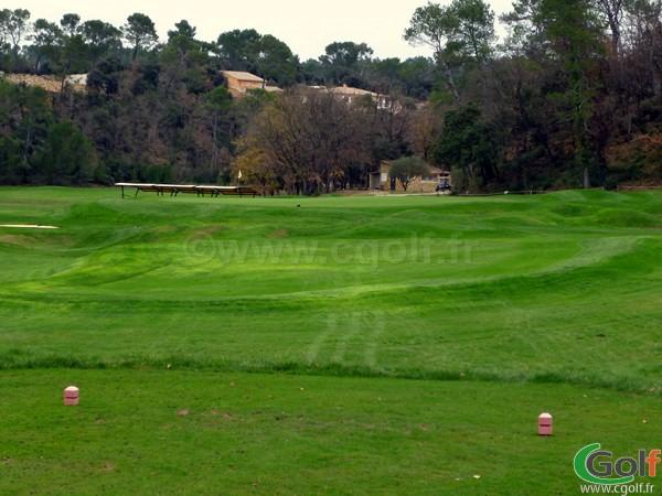 Le trou n°18 en Provence du golf de Barbaroux dans le Var à Brignoles