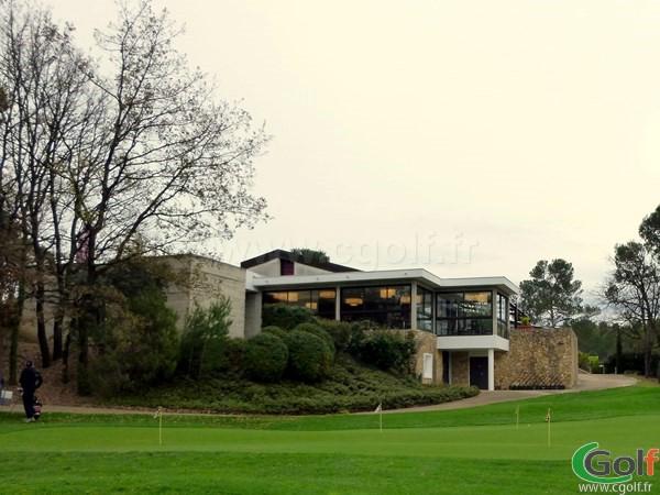 Le club house du golf de Barbaroux dans le Var en Provence Cote d'Azur à Brignoles