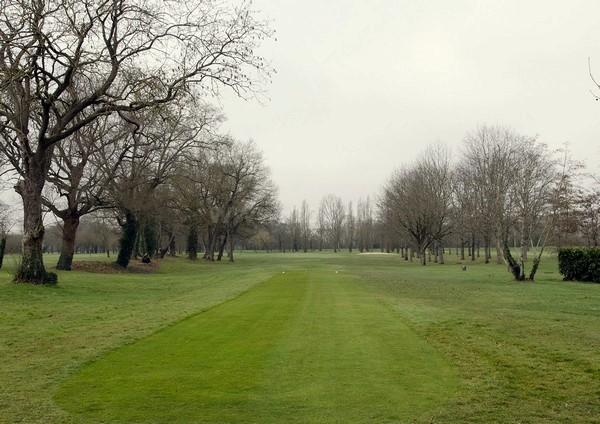 Trou n°1 du golf de Bordeaux Lac parcours la Jalle en Gironde Aquitaine