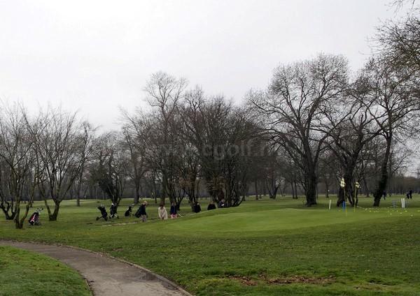 Pitching green du golf de Bordeaux Lac dans la Gironde en Aquitaine