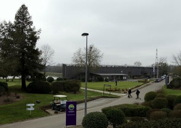 practice du golf de Bordeaux Lac en Gironde dans l'Aquitaine