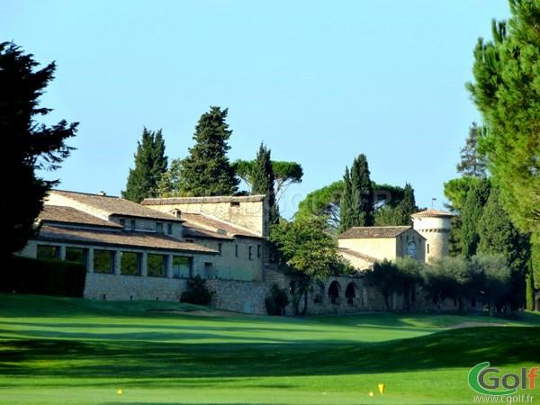 Le club house du golf de Cannes Mougins sur la Cote d'Azur