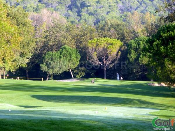 Trou n°2 du golf de Cannes Mougins sur la Cote d'Azur