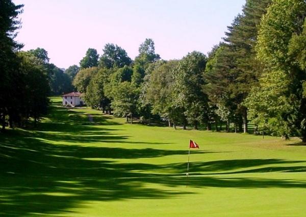 Trou n°2 du golf de Chantaco à Saint-Jean-de-Luz dans les Pyrénées atlantiques en Aquitaine