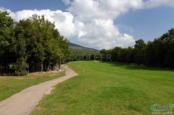 Le trou n°1 du golf de Claux Amic dans les Alpes Maritimes à Grasse