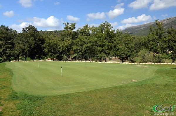 Le putting green du golf du Claux Amic à Grasse dans les Alpes Maritimes 06