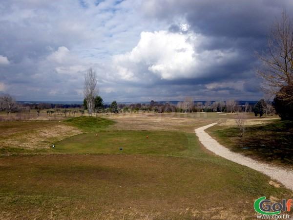 Le trou n°1 du golf d'Aix Les Milles Marseille dans les Bouches du Rhone en PACA