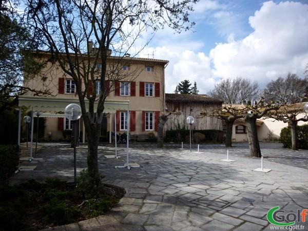 Le club house du golf d'Aix Les Milles Marseille en PACA dans les Bouches du Rhone