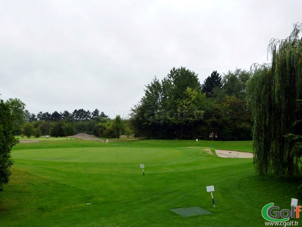 Pitching green du golf club d'Amiens dans la Somme à Querrieu en Picardie