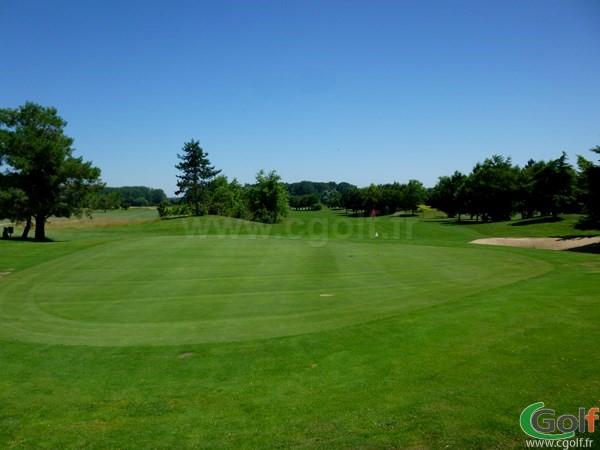 Splendide green du Beaujolais golf club en Rhône-Alpes proche de Lyon à Lucenay