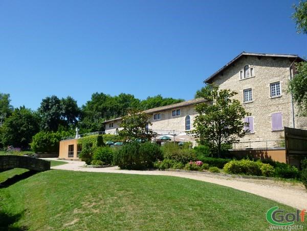 Club house restaurant du golf club du Beaujolais en Rhône-Alpes à Lucenay proche de Lyon
