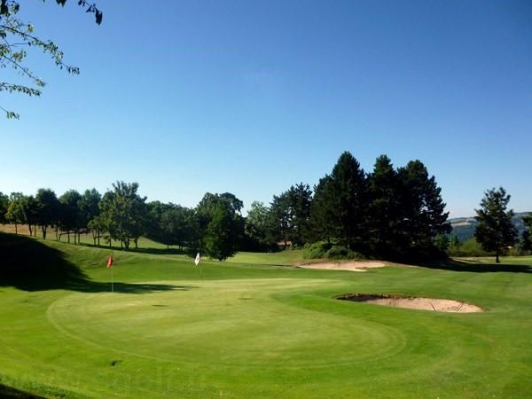 Double green du golf compact de Saint Etienne proche de Lyon en Rhône-Alpes Auvergne
