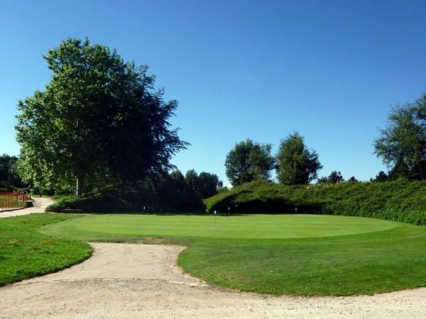 Putting green du golf de Saint Etienne proche de Lyon en Rhône-Alpes départment de la Loire