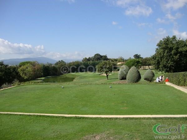 Le trou n°5 Par 3 du golf de beauvallon à Grimaud proche de Saint Tropez