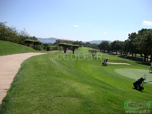 Le green du n°17 et fairway du n°18 du golf de Beauvallon port Grimaud proche de Saint Tropez