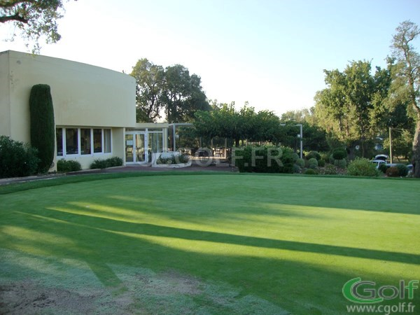 Le putting green du golf de Beauvallon proche de Saint tropez à Grimaud