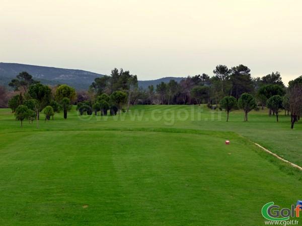 Le départ du trou n°1 du golf de la Sainte Baume à Nans les Pins dans le Var en Provence