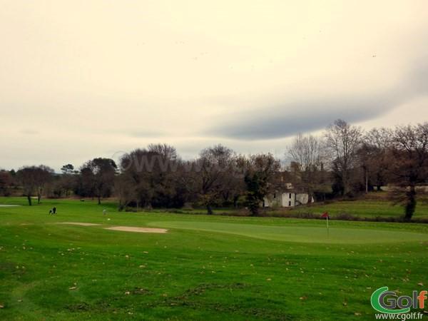 Le green n°2 du golf de la Sainte Baume dans le Var à Nans les Pins en PACA