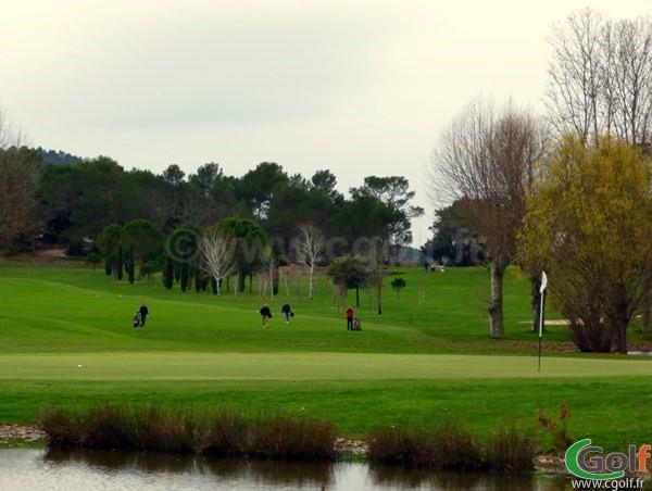 Le green n°9 dans le Var sur le golf de la Sainte Baume à Nans les Pins en Provence