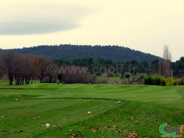 Le départ du n°3 du golf de la Sainte Baume à Nans les Pins dans le Var en PACA