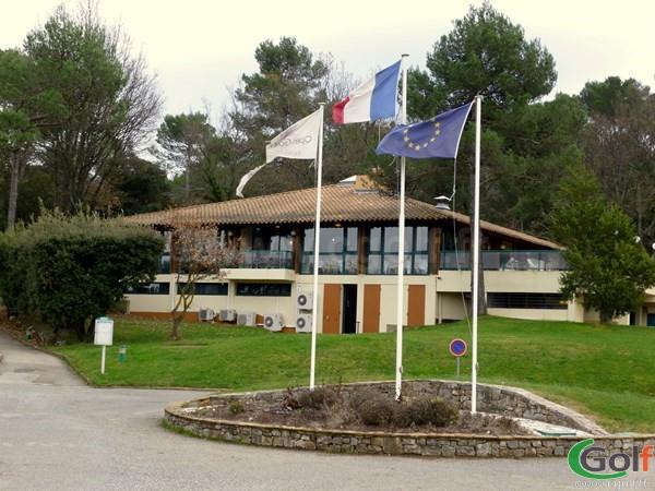 Le club house du golf de Nans les Pins la Saint Baume dans le Var en Provence