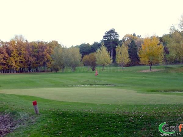 Green n°13 du golf de Digne les Bain parcours les Lavandes en Provence PACA