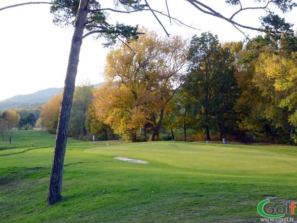 Green n°18 du golf de Digne les Bains dans les Alpes de Hautes Provence en PACA