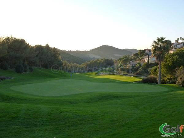 Le green du trou n°18 du golf Dolce Frégate dans le Var en Provence à Saint Cyr sur Mer