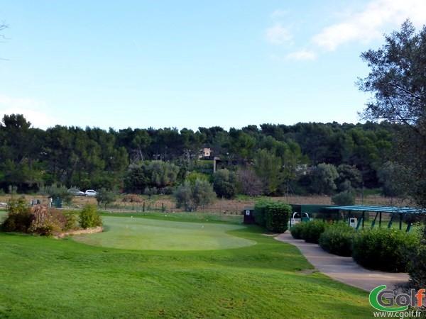 Le putting green du practice du Dolce Frégate Provence golf club dans le Var à Saint Cyr sur Mer