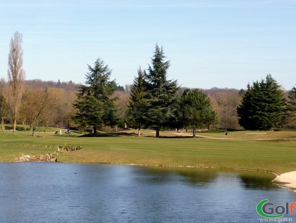 le fairway du golf de Feucherolles dans les Yvelines proche de Paris en Ile de France