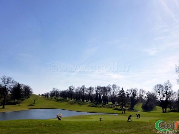 Le green du n°9 du golf de Feucherolles dans les Yvelines en Ile de France
