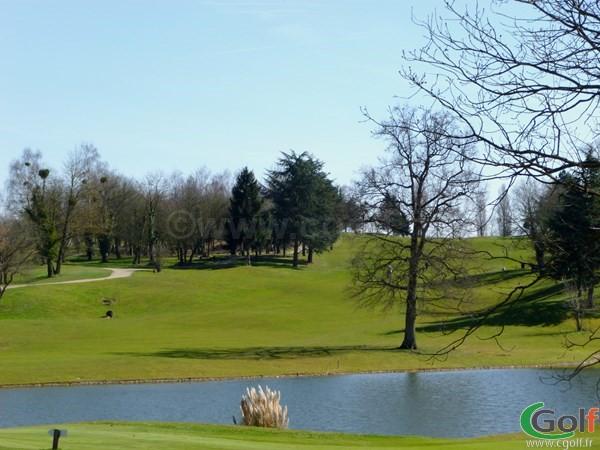 Le fairways n°18 du golf de Feucherolles en Ile de France dans les Yvelines