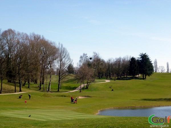 Le green n°18 du golf de Feucherolles à Paris dans les Yvelines