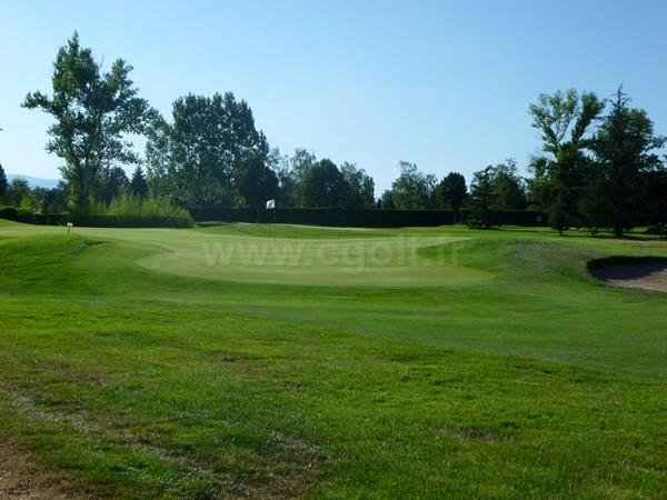 Green n°9 du golf du Forez à Craintilleux en Rhône-Alpes dans la Loire proche de Saint-Etienne