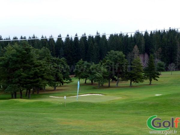 Le green n°18 du golf de Gap Bayard dans les Hautes Alpes en Provence Cote D'azur