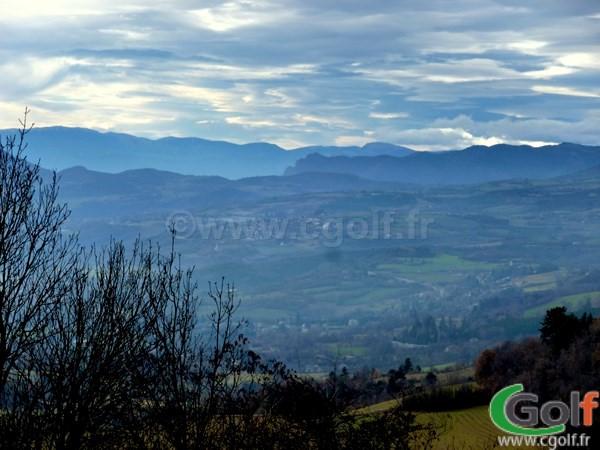 La vue sur Gap et les Alpes du golf de Gap Bayard dans les Hautes Alpes en PACA
