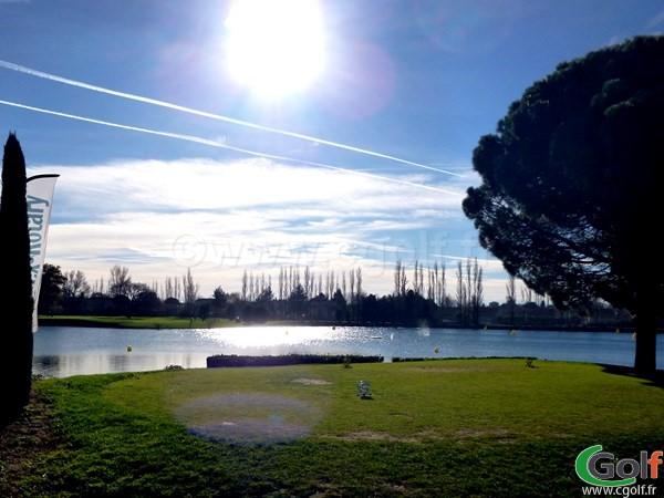Le départ du n°1 du golf Grand Avignon dans le Vaucluse à Vedène en Provence